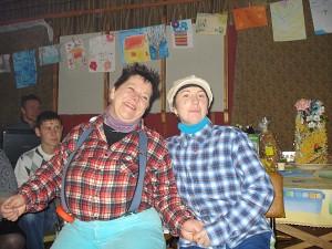 Visus linksmino Karlsonas (Rūta Glumbakienė) ir Mažylis (Ingrida Barauskienė).
