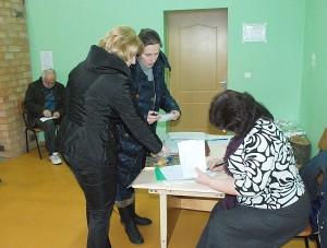 Vileikiškių kaimo bendruomenės susirinkime dėl valdybos pasitikėjimo vyko slaptas balsavimas.