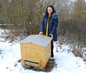 """""""Nuo šio pirmo avilio ir kilo didelė meilė bitėms..."""" - sako bitininkė Vilma Strelkova."""