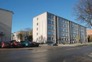 Vilniaus gatvės 45 namo gyventojai, nepritariantys namo atnaujinimui (modernizavimui), pateikė pareiškimą rajono Savivaldybės merui, administracijos direktorei ir UAB Širvintų komunalinis ūkis direktoriui, prašydami sustabdyti namo atnaujinimo projekto tolesnį vykdymą.