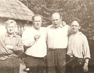 Su svainiais ir uošviu Sudokiuose (pirmas iš dešinės Zigmas Vaskela).