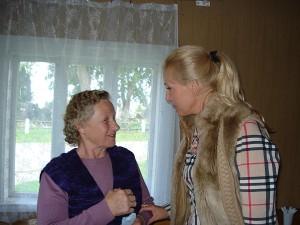 Širvintų rajono tarybos narei Živilei Pinskuvienei (dešinėje) Zibalų gyventojai turėjo daug klausimų.
