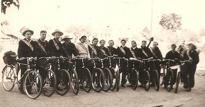 Širvintų vidurinės mokyklos žygeiviai (antras iš kairės - Vaclovas Latvys). 1952-1953 m.
