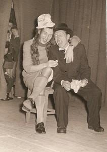 Zibalų mokyklos scenoje - Sargūnas ir Kiškis.