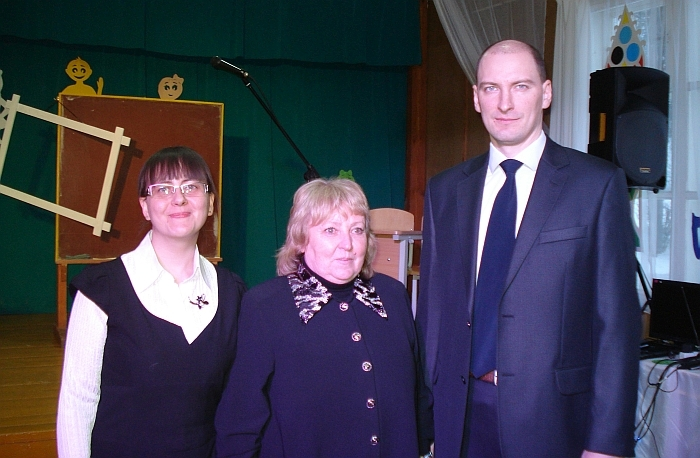 Zibalų mokykloje istorijos mokytoja Vytautė Kvainickienė (centre) dirba 42 metus.
