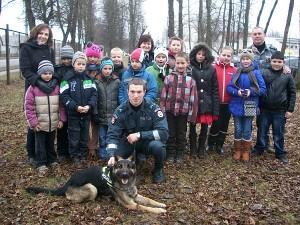 Zibališkiai susipažino su Vilniaus apskrities vyriausiojo policijos komisariato kinologais.