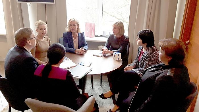 Širvintų rajono savivaldybėje viešėjo Vaiko teisių apsaugos kontrolierė Edita Žiobienė (antroji iš dešinės) ir jos patarėjai.