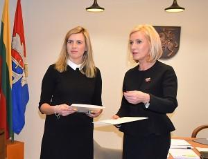 Širvintų žirgyno direktorė G. Vinslauskaitė (kairėje): vėliava mums atnešė sėkmę