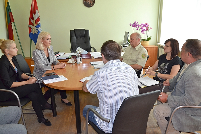 Merė Živilė Pinskuvienė paprašė specialistų teikti konkrečius siūlymus, kurie galėtų bent pradėti spręsti šią problemą.