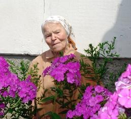 Kernavėje gyvenanti Zofija Ražauskaitė daug skaito, daug meldžiasi ir moka užkalbėti rožę.