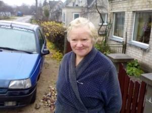 Ramutė Purienė kartu su Ramybės gatvėje gyvenančiomis moterimis sako pastebėjo, kad Atminties gatvėje naktimis esą plieskia net trys elektros lemputės.