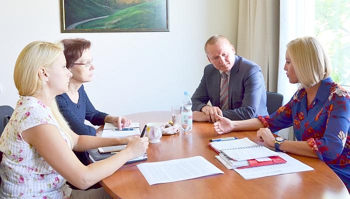 Eilinis merės susitikimas su Seimo Kaimo reikalų komiteto pirmininku P. Čimbaru.